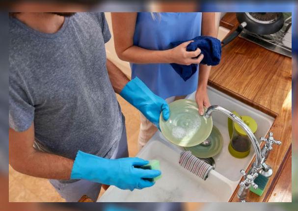 ¡La ciencia lo dice! Lavar platos prolonga la vida
