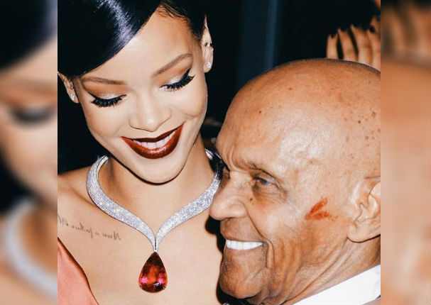 Rihanna y su abuelo de 90 años en un conmovedor baile (VIDEO)