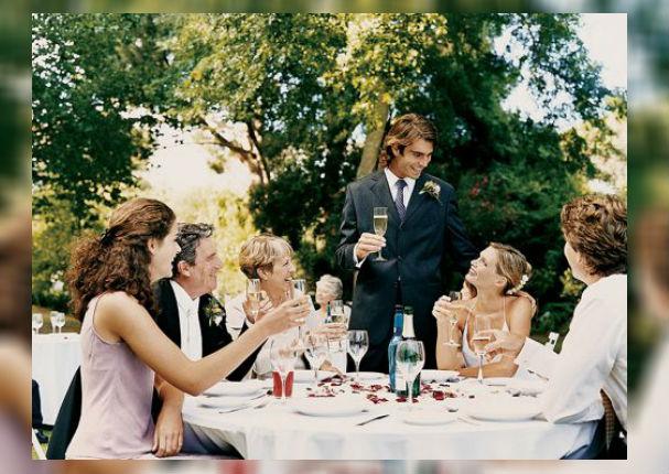 Pareja: 5 ventajas de tener una boda pequeña
