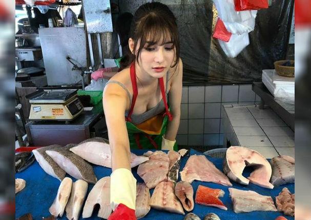 Conoce a la vendedora de pescado más hermosa del mundo (VIDEO)