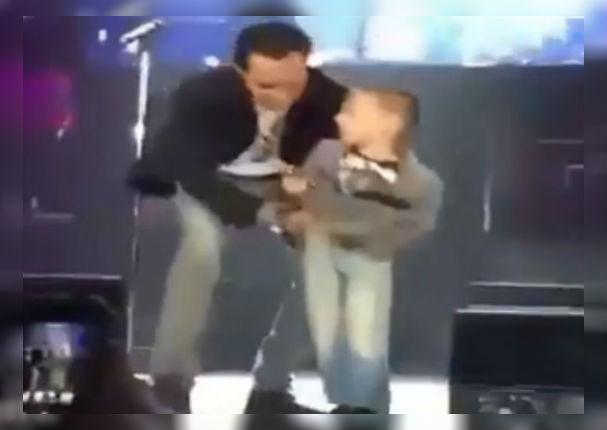 Marc Anthony protagoniza tierno momento al subir a niño al escenario (VIDEO)