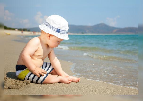 ¿Qué le sucede a tu bebé si lo expones al sol?