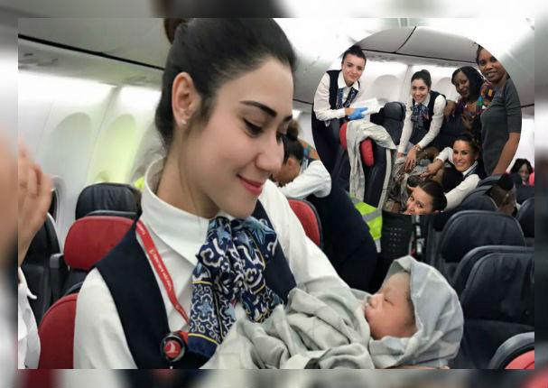 Bebé nació en pleno vuelo y como 'recompensa' ganó pasajes aéreos de por vida