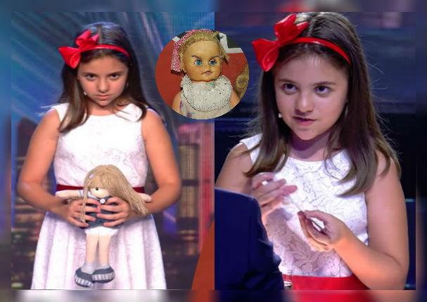 Niña y su muñeca 'diabólica' asustan a un jurado en vivo (VIDEO)