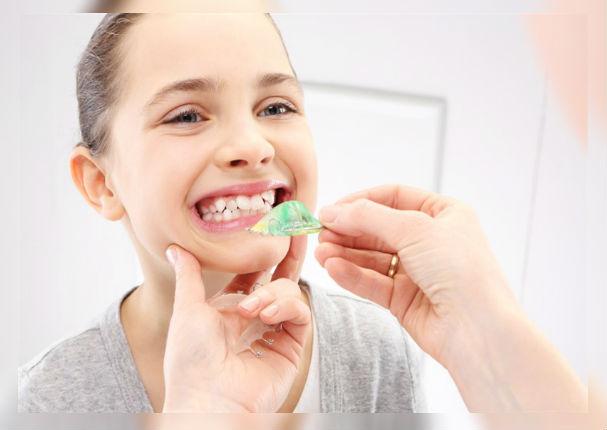 ¿Cómo evitar que le salgan dientes chuecos a tus hijos?