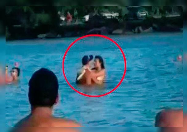 Pareja es captada teniendo intimidad delante de bañistas (VIDEO)