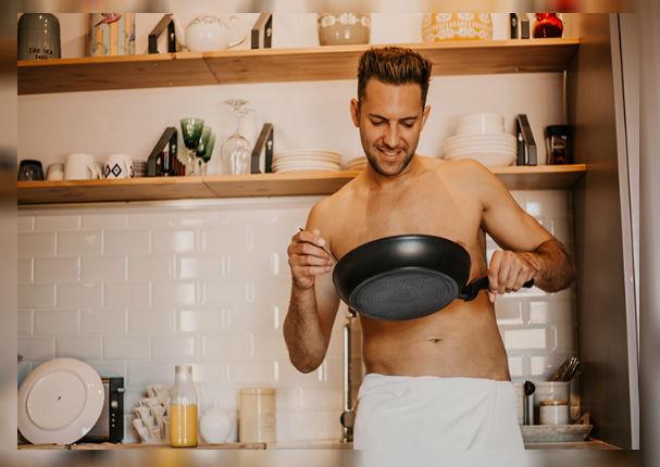 Hombres que dominan la cocina serían mejores 'amantes'