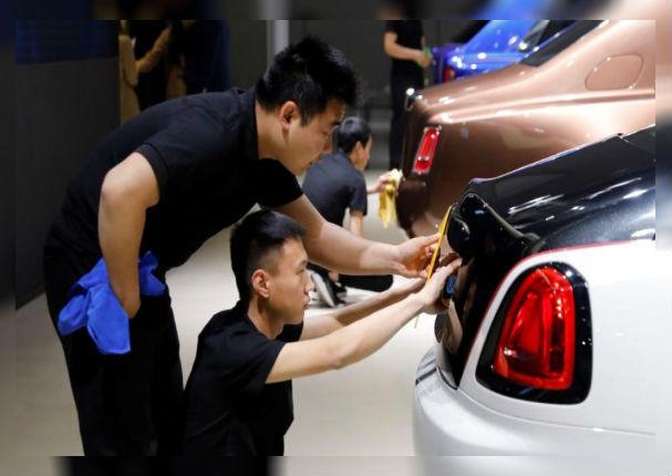 Lanzan autos eléctricos que prometen desplazar a los tradicionales