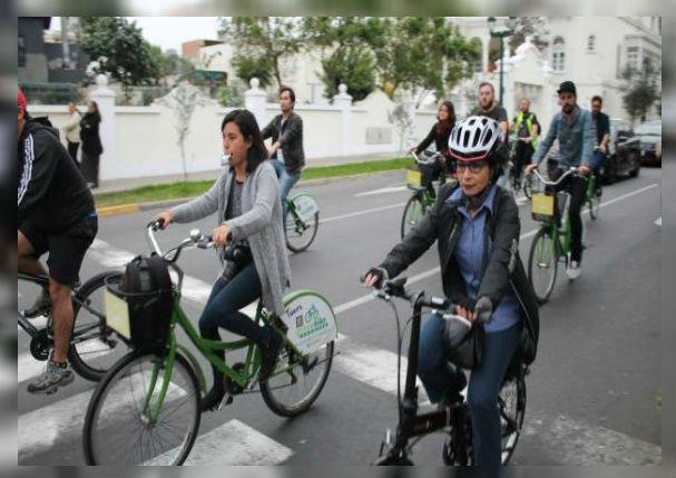 Personas que asisten con bicicleta a su trabajo tendrán un día libre
