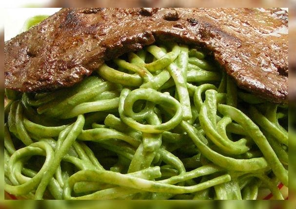 De esta manera puedes hacer más delicioso tus tallarines verdes