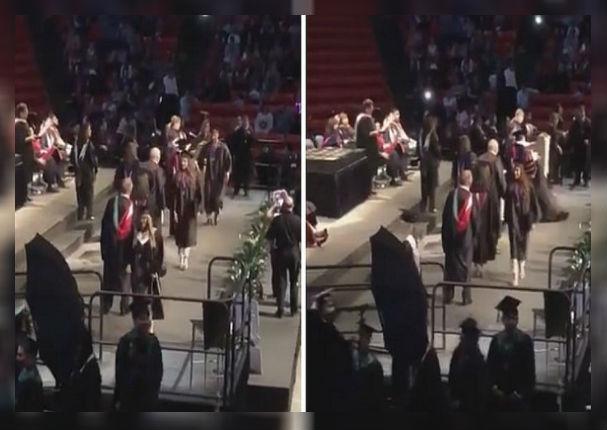 Graduado quiso sorprender a sus profesores pero terminó haciendo el ridículo