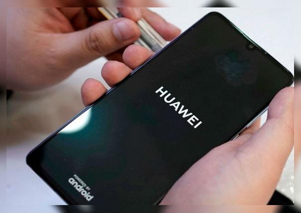 Delincuentes roban tienda de celulares y solo dejan equipos 'Huawei'