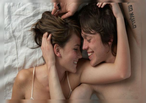 Mujeres con busto pequeño disfrutan mejor durante la intimidad