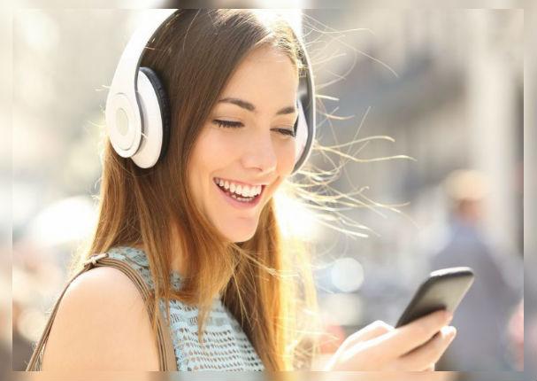 Escuchar música antes y después del trabajo genera beneficios cerebrales