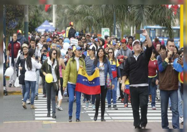Venezolanos saturan servicios en la frontera por desesperado ingreso