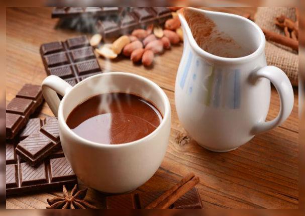 Entérate los múltiples beneficios de tomar chocolate caliente en las mañanas