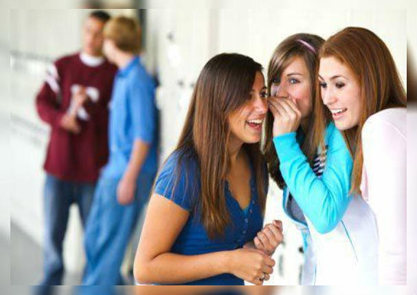 Chismear entre amigos genera grandes beneficios para la salud