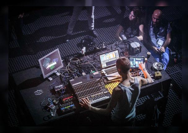 Audio en 4D la nueva experiencia de escuchar música (VIDEO)