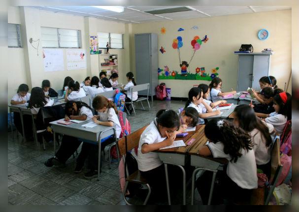 Colegios privados podrán retirar a escolares que deban más de dos meses