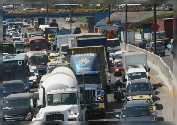 ¿Alcalde de Lima prohibirá el pase de vehículos de carga en la Panamericana Norte y Sur?