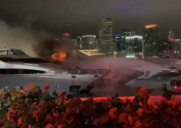 Se incendia lujoso yate de Marc Anthony en Miami