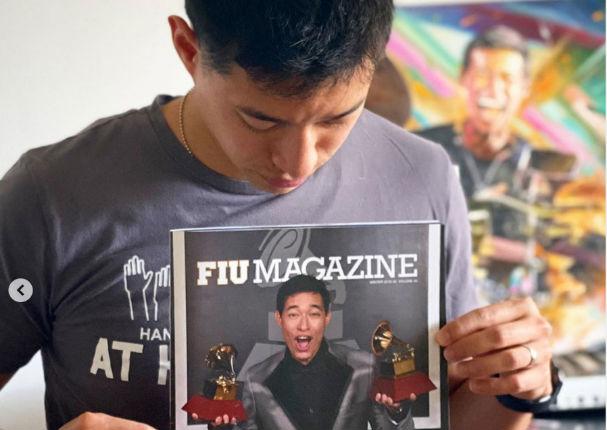 Tony Succar es portada de la revista de una importante universidad (FOTOS)