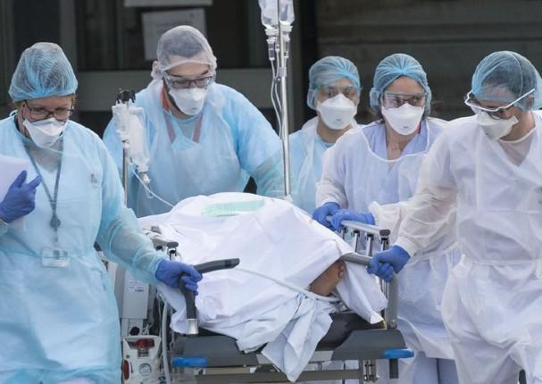 Gobierno aprueba ampliar seguro de vida para médicos que combaten el coronavirus