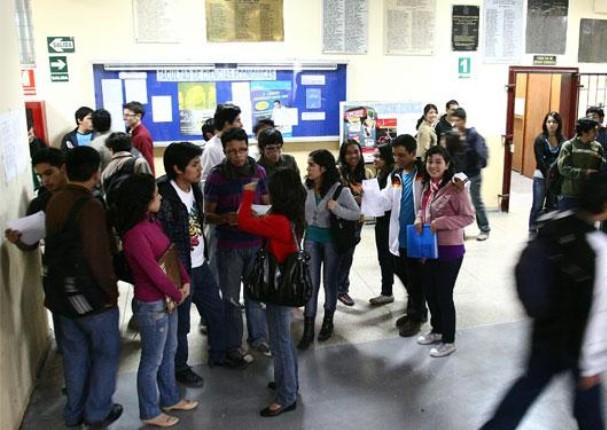 Minedu dará becas a estudiantes de universidades e institutos
