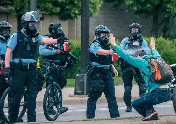 Policía de Minneápolis será reestructurada desde cero tras protestas por racismo