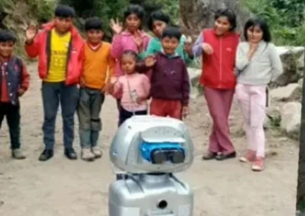 Profesor crea robot para llevar educación a niños del Vraem sin internet