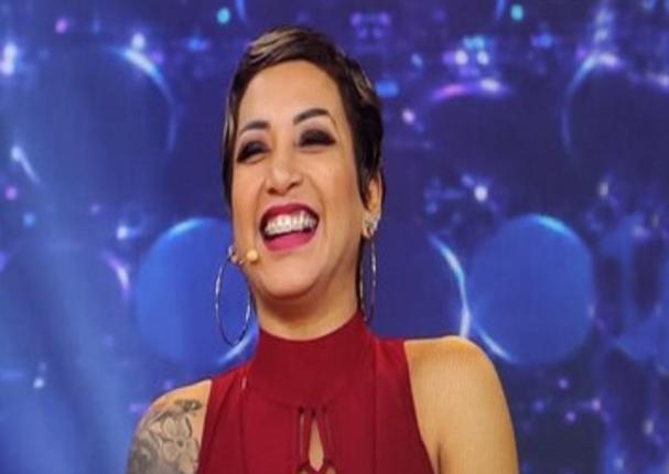 Paula Arias atrae la atención de reconocido vidente y recibe elogios