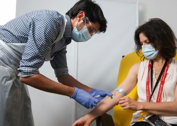 Peruanos se vacunarán con vacuna de distintos países, según ministra de Salud