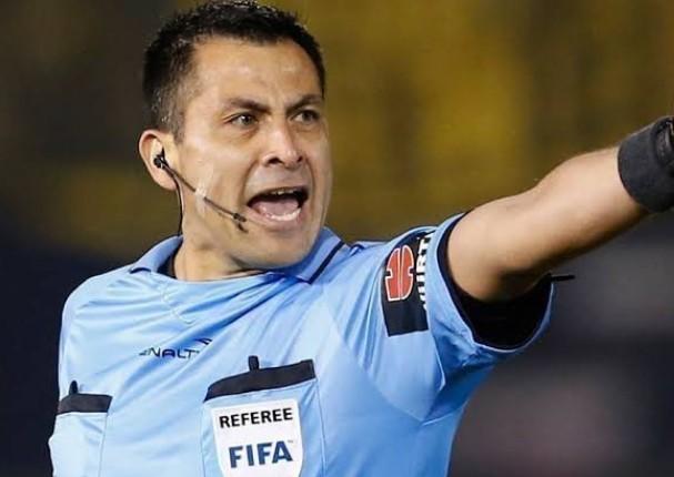 Peruanos firman petición para quitarle licencia de árbitro a chileno