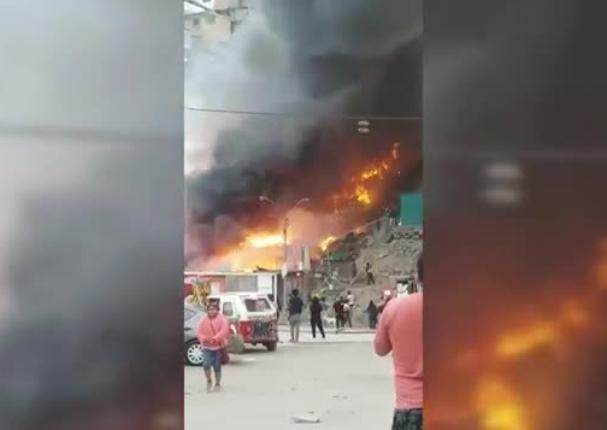VMT: se reporta incendio de gran magnitud que ya alcanzó 30 viviendas