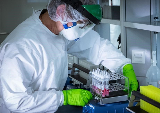 Empleado de un hospital en EE.UU. echo a perder vacunas contra Covid-19