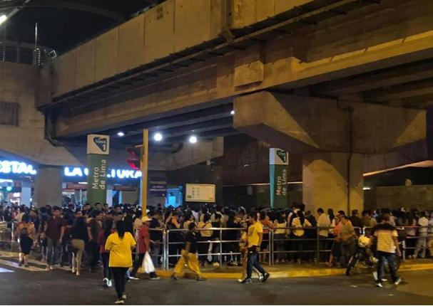 Se forman largas colas en la estación Arriola del Metro de Lima