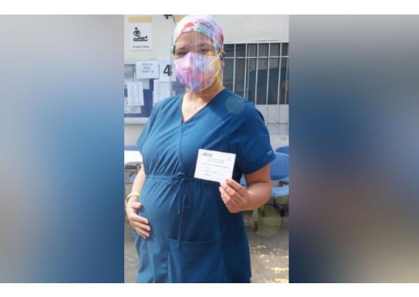 Médica con 30 semanas de gestación fue vacunada contra la Covid-19