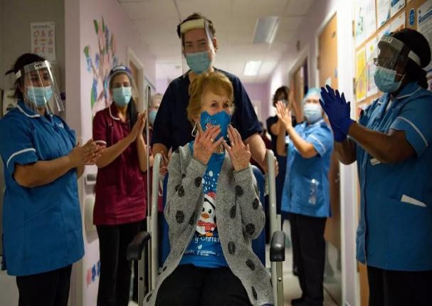 La vacuna contra la Covid-19 reduce número de hospitalizados y muertos en Reino Unido