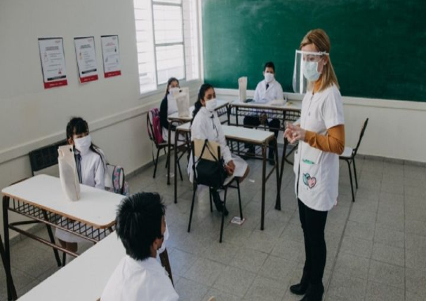 Argentina: Escolares regresan a clases presenciales