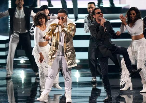 Marc Anthony y Daddy Yankee cantan juntos en Premio Lo Nuestro | VIDEO