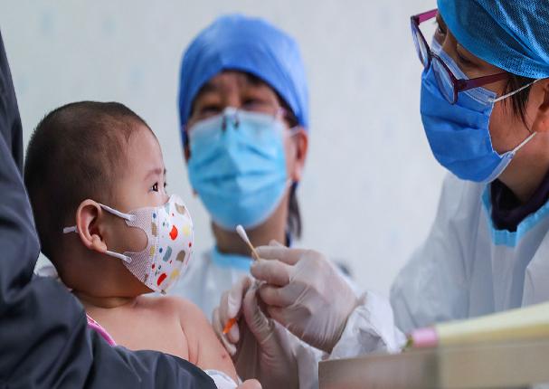 Chile: Bebé de seis meses fue vacunado por error contra la Covid-19