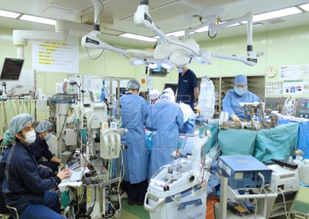 Japón: Médicos realizan primer trasplante de pulmón de donantes vivos