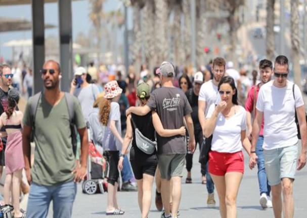 Covid-19: Israelíes salen a la calle sin mascarilla por primera vez en un año