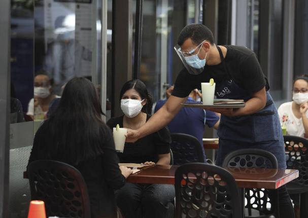 Ministerio de Vivienda: Restaurantes podrán usar veredas y pistas para ampliar su aforo