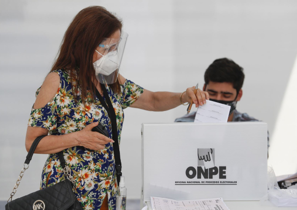 ONPE: uso doble mascarilla y protector facial en segunda vuelta será obligatorio