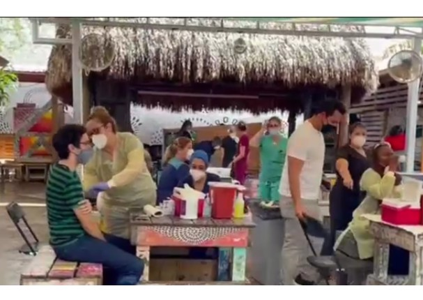 EE.UU.: Bar en Miami ofrece cerveza y pizza gratis para quienes se vacunen en el lugar