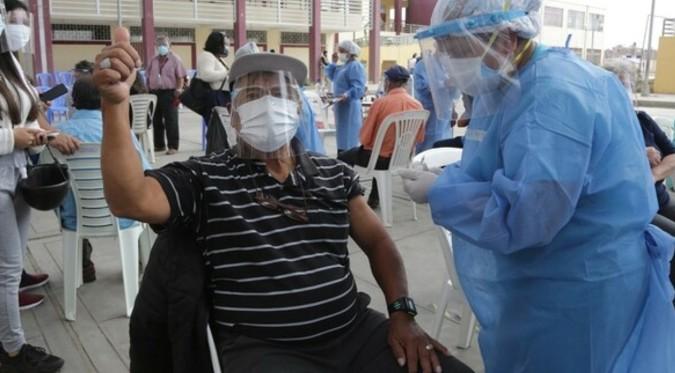 Covid-19: Conoce el día y lugar de vacunación para personas de 56 y 57 años