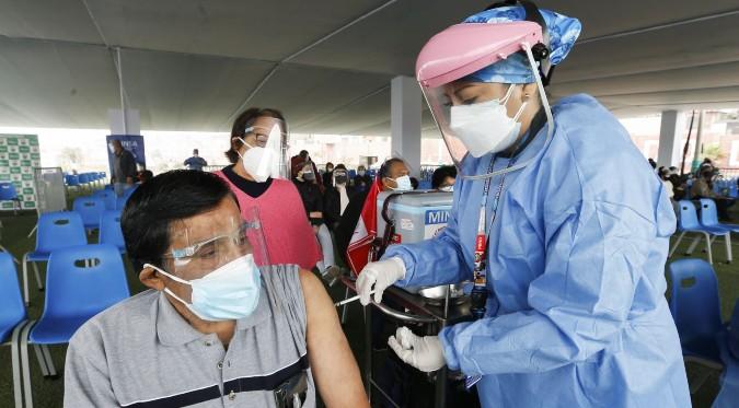 COVID-19: se inicia proceso de vacunación a jóvenes mayores de 26 años
