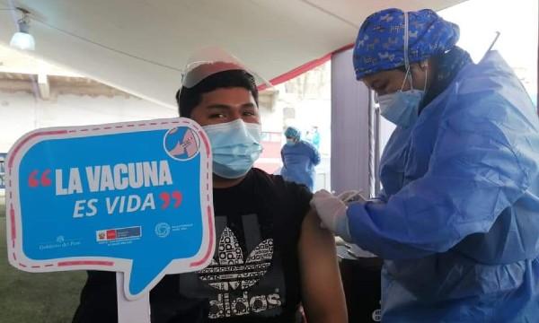 COVID-19: Inician vacunación a mayores de 18 años en Lima Metropolitana