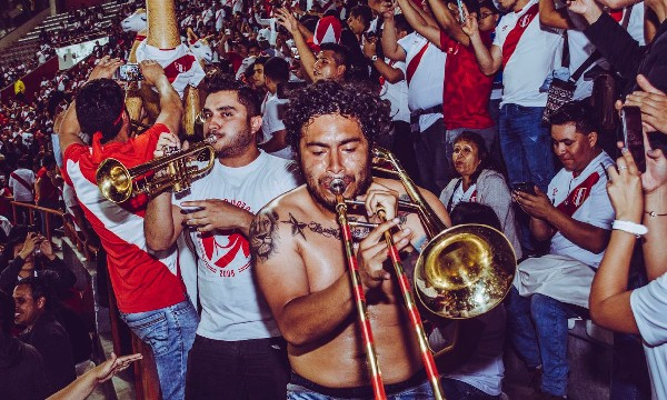 Perú vs. Chile: Hinchas solicitan el ingreso de instrumentos al Estadio Nacional   FOTOS